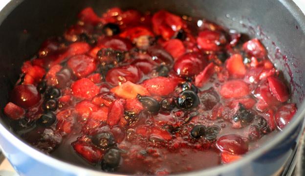 summer fruits boiling